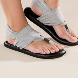 Sanuk sandals. Size 5